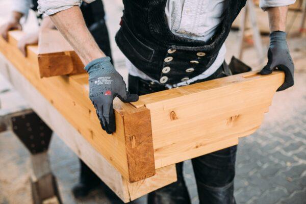 Traditionelle Holzverbindung aus der Zimmerei und Tischlerei Wittorf